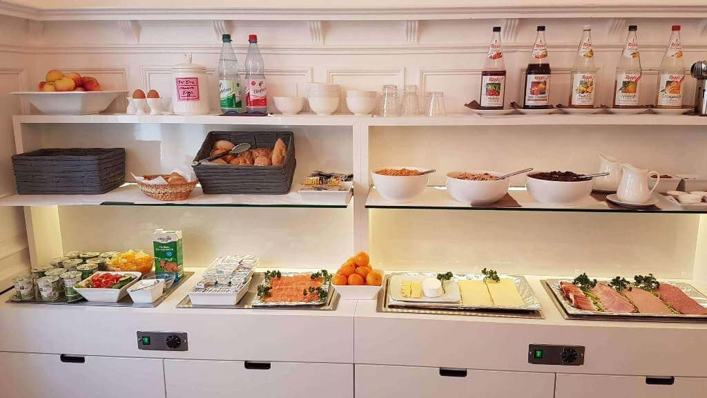 Breakfast offer: Currently only 5.00 euros per person