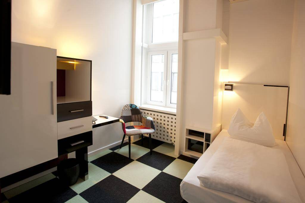 Hotel Cristall Frankfurt Single Room